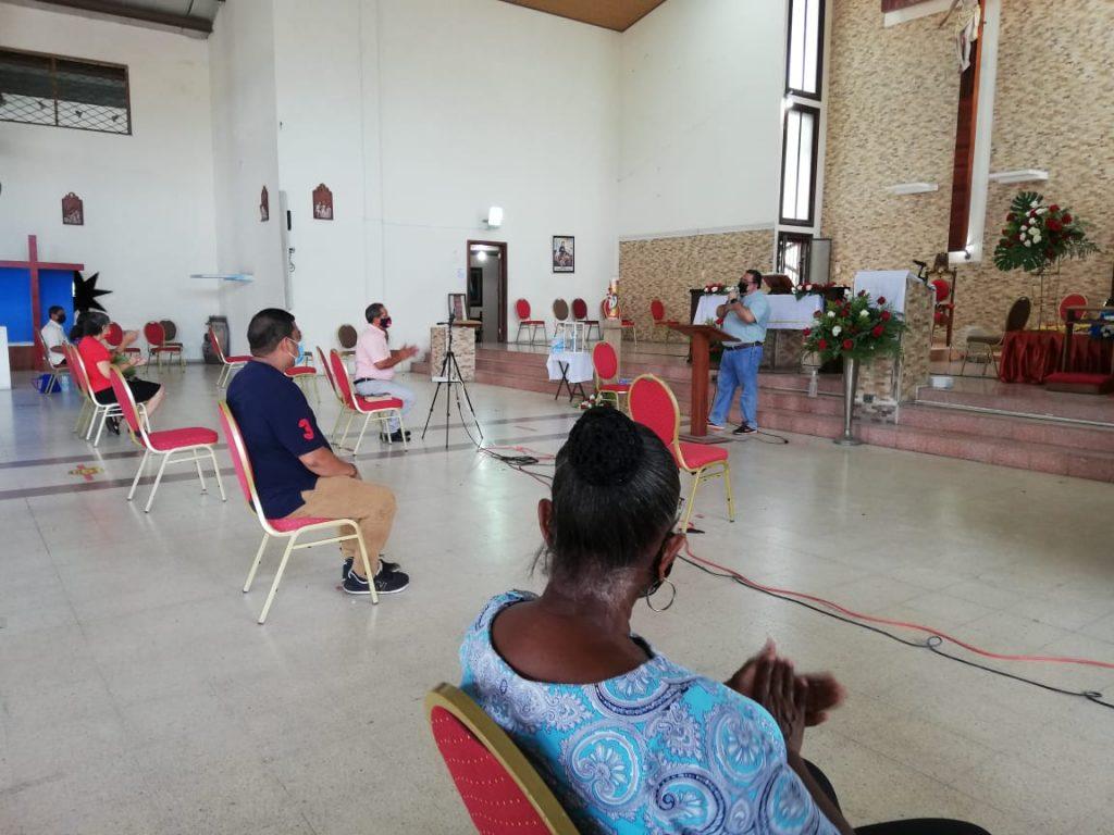 Seminario de Iniciación de Vida en el Espíritu, Parroquia María Reina de La Paz. (2)